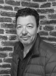 Jérome Guillochon est bijoutier à Paris. Il est secrétaire et membre du conseil exécutif du MHB.